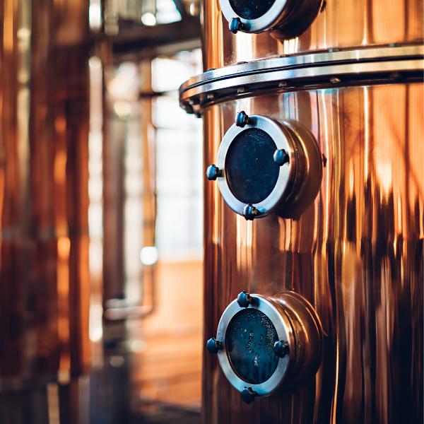 Destillate in der Destillieranlage destillieren